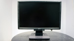 This is the end result: A Clean Reconditioned LCD Monitor.